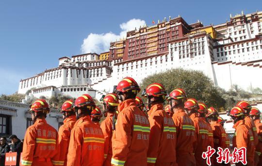 布达拉宫消防趣味运动会再铸守护遗产的防火墙
