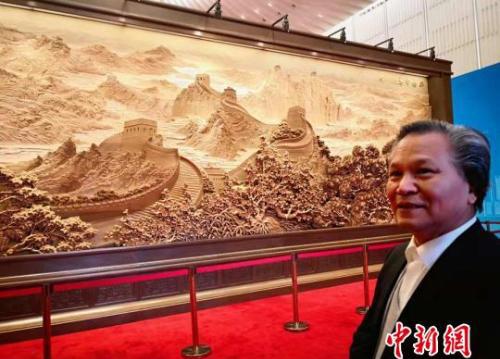 中国艺术家进博会上用艺术讲述中华故事